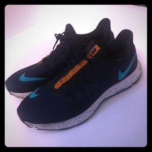 Nike Shoes - EUC Men's Nike Running Shoes